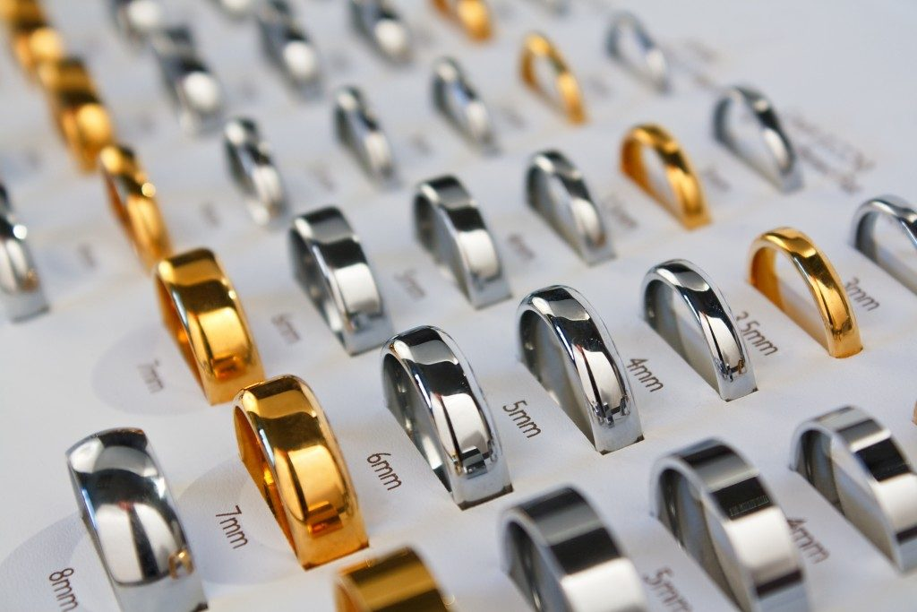 Wedding rings different sizes