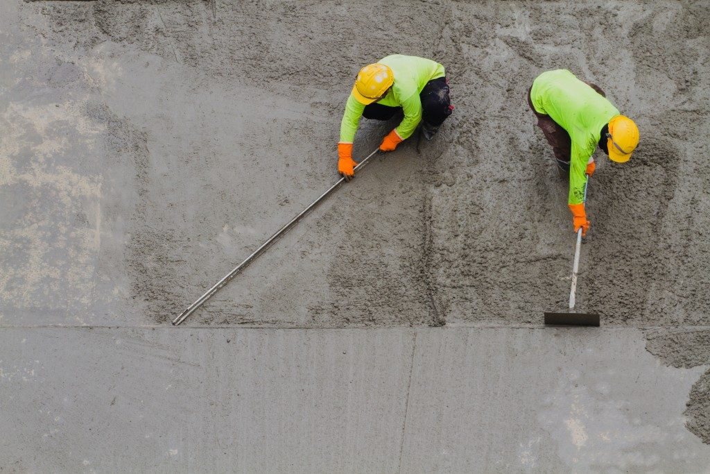 men laying down the concrete