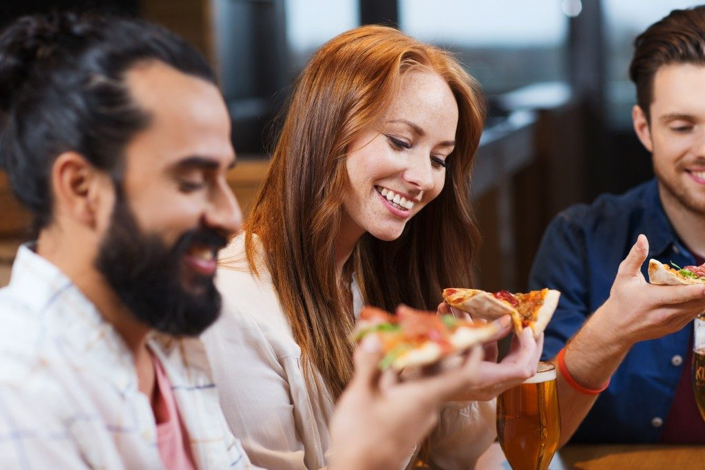 eating pizza with friends