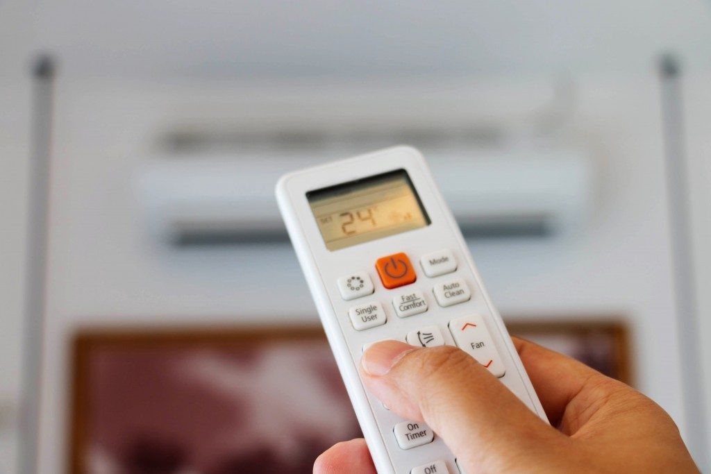 Adjusting aircon with remote