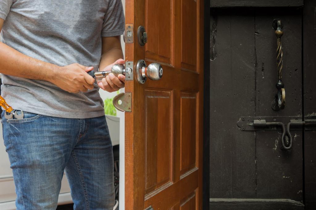 locking house
