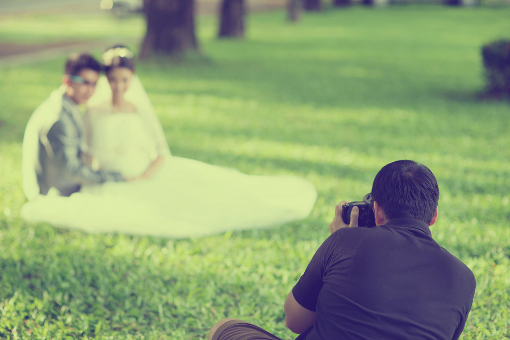 wedding photographer in action vintage style