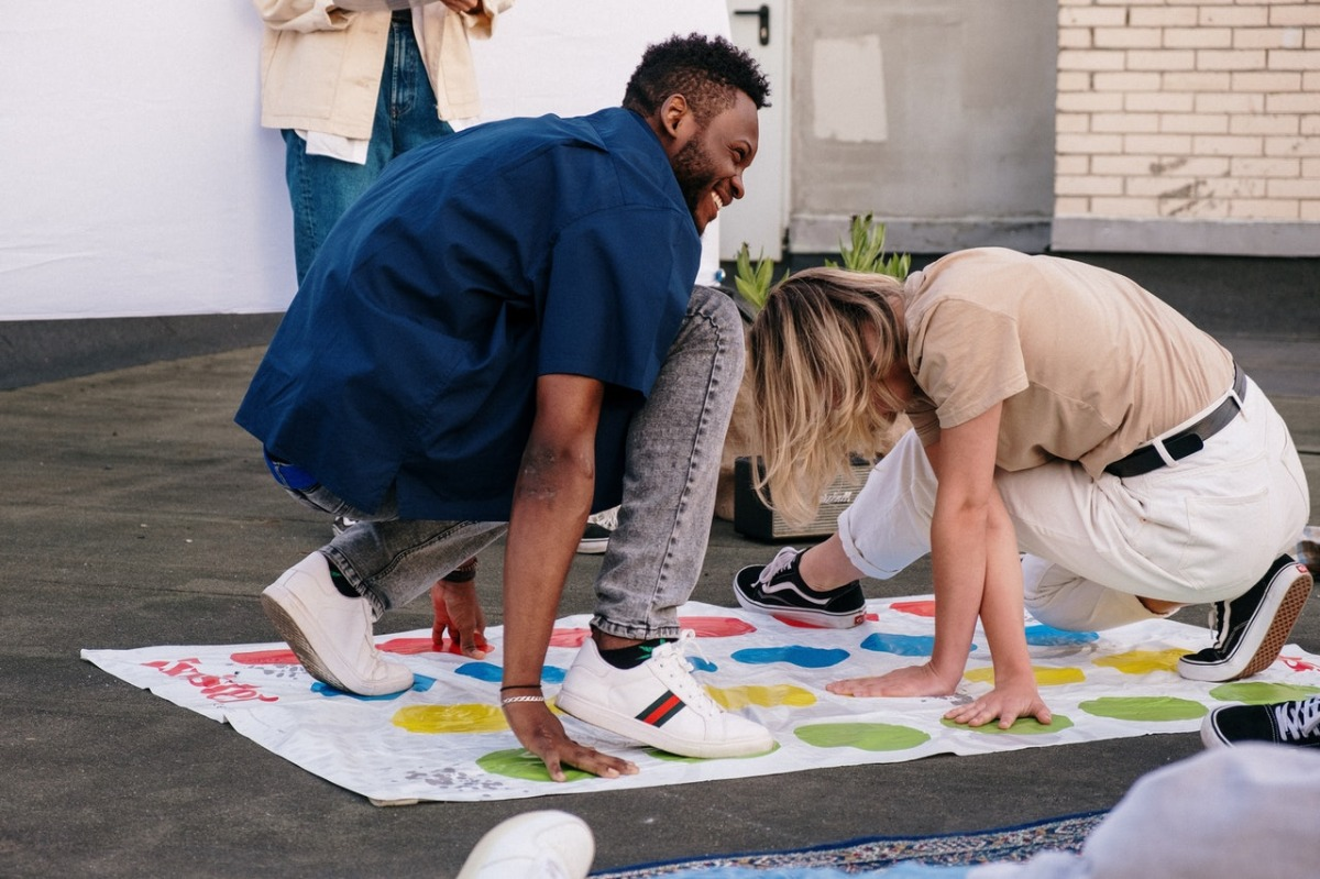 people playing twister