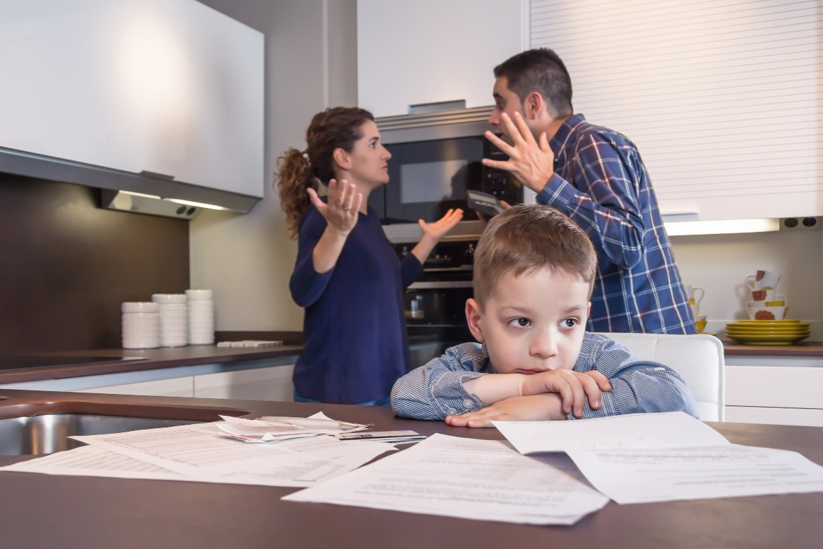 child near parents fighting